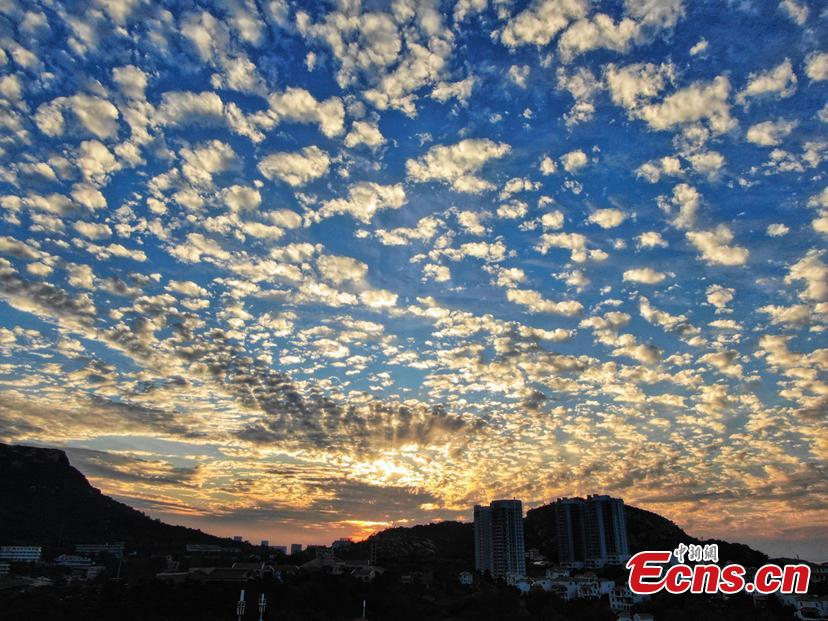 A beautiful sunset in Lianyungang City, Jiangsu Province, Sept. 10, 2018. (Photo: China News Service/Yang Bo)